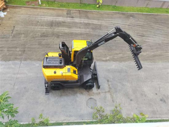 Jing Gong 100S wheel excavator with material leveling machine
